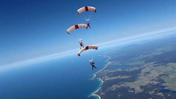 Sky's the limit for Australia's army of parachutists
