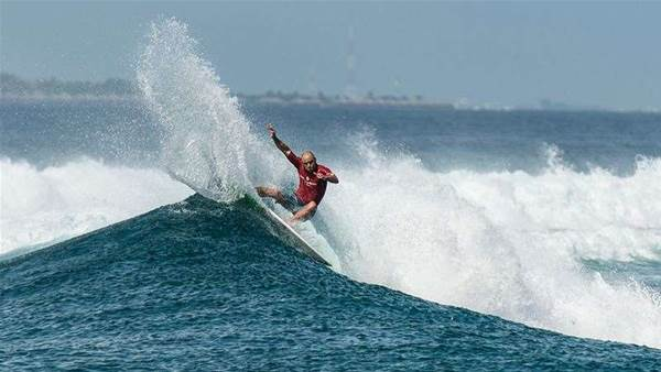Shane Dorian Wins the Twin Fin Division Against Rasta