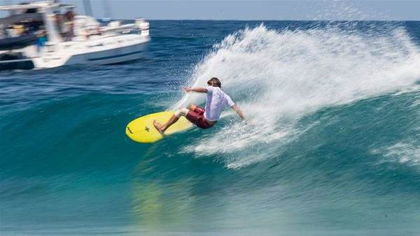 Rasta Overcomes Padaratz to Win Single Fin Division