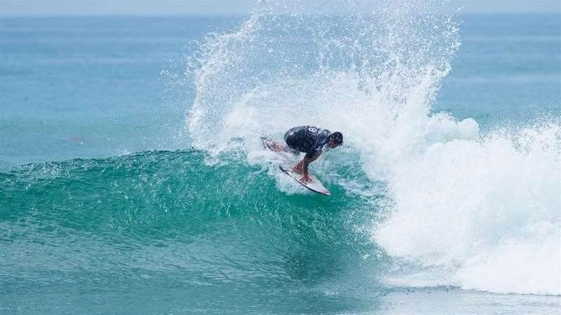 Hurley Pro: Mick Fanning Sinks Kelly Slater in Rnd 5