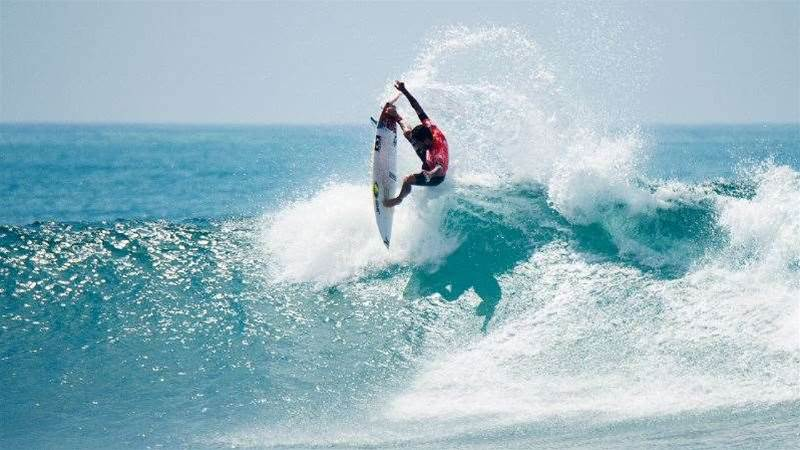 Hurley Pro: Glenn Hall Upsets John John Florence in Rnd Two