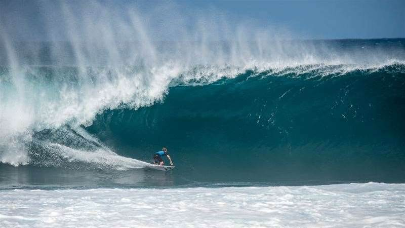 The Top 10 Waves From Today's Pipe Masters