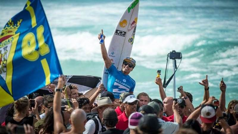 Adriano de Souza Wins The 2015 Billabong Pipe Masters