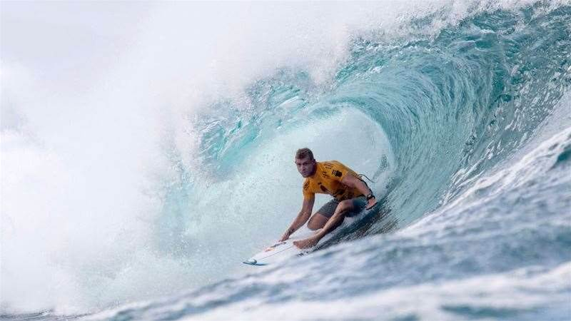 Mick Fanning's Brother Dies Before Title Showdown At Pipe