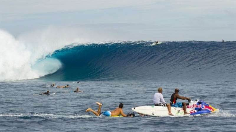 Huge Swell Headed for Cloudbreak