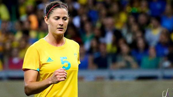Melbourne Victory sign defender Laura Alleway