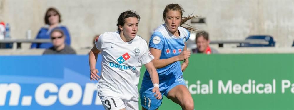 Melbourne Victory sign versatile American Christina Gibbons