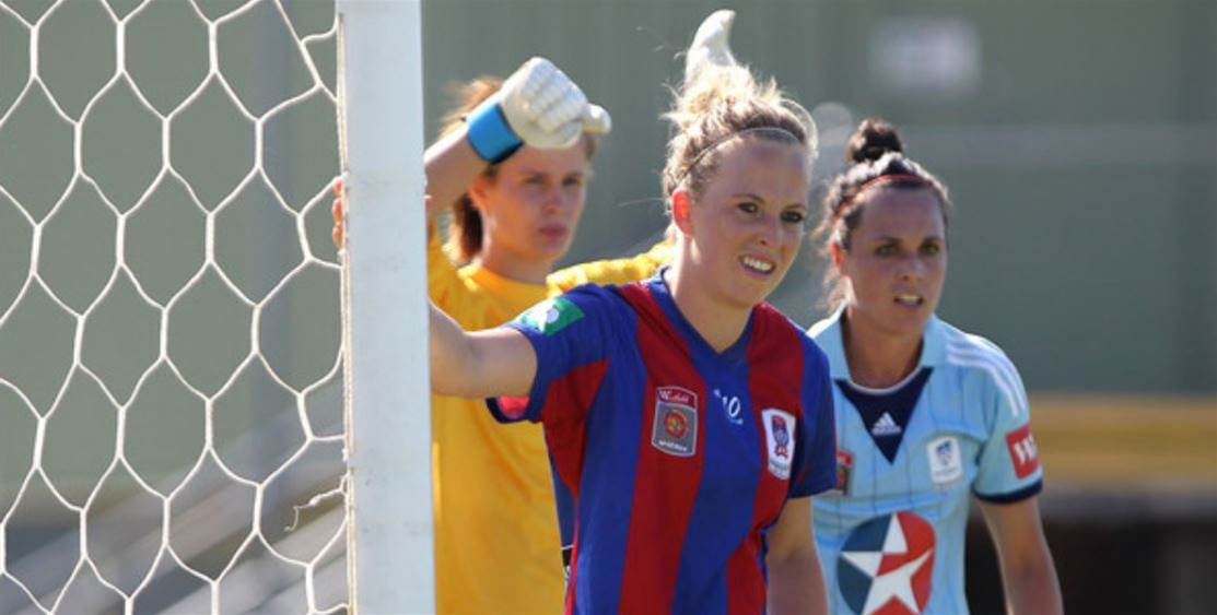 Deans adds trio of defenders to Newcastle Jets squad