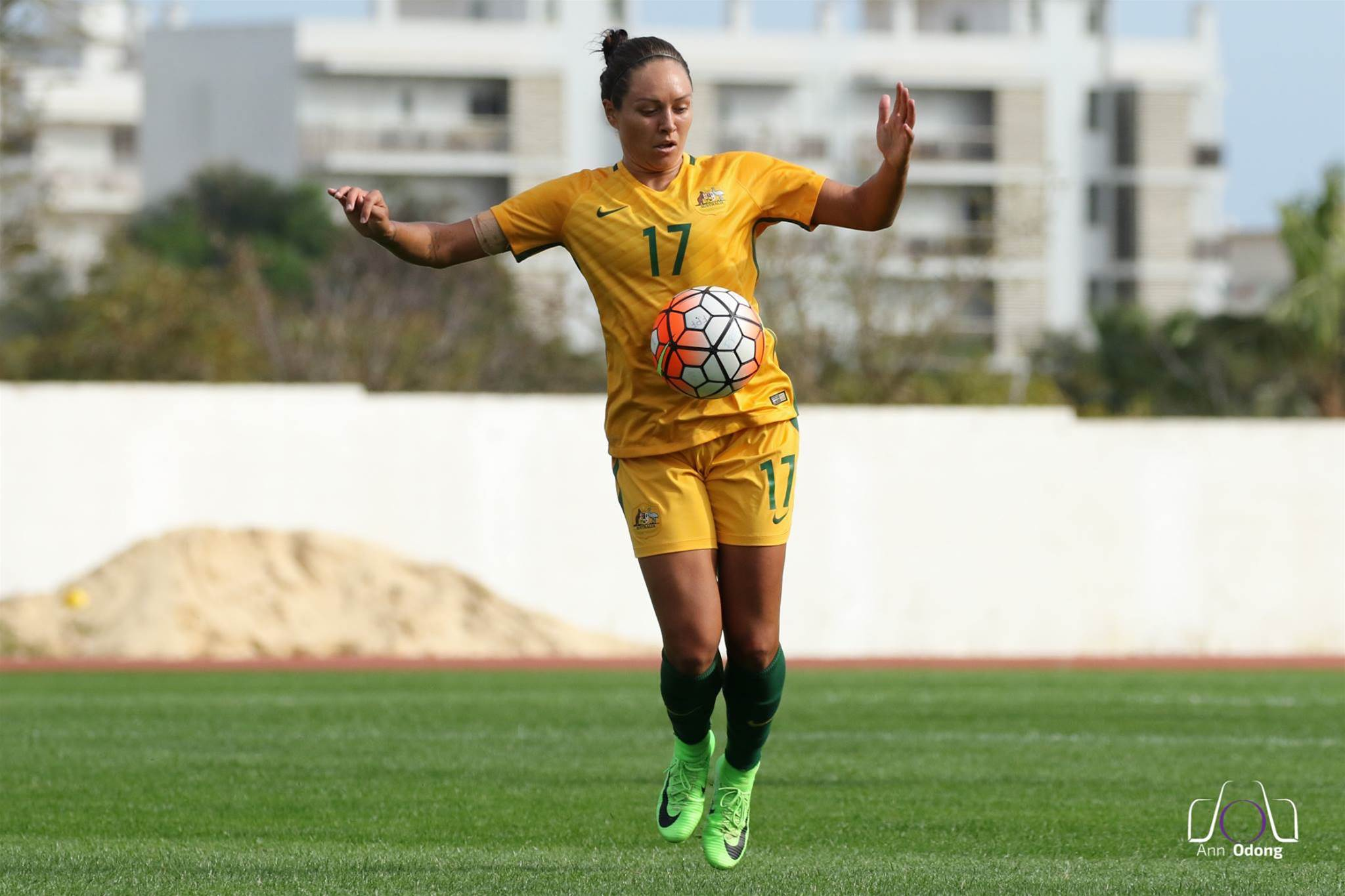 Houston Dash picks up Kyah Simon