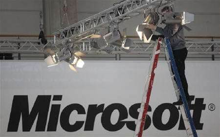 Microsoft plans to open shops next to Apple Stores