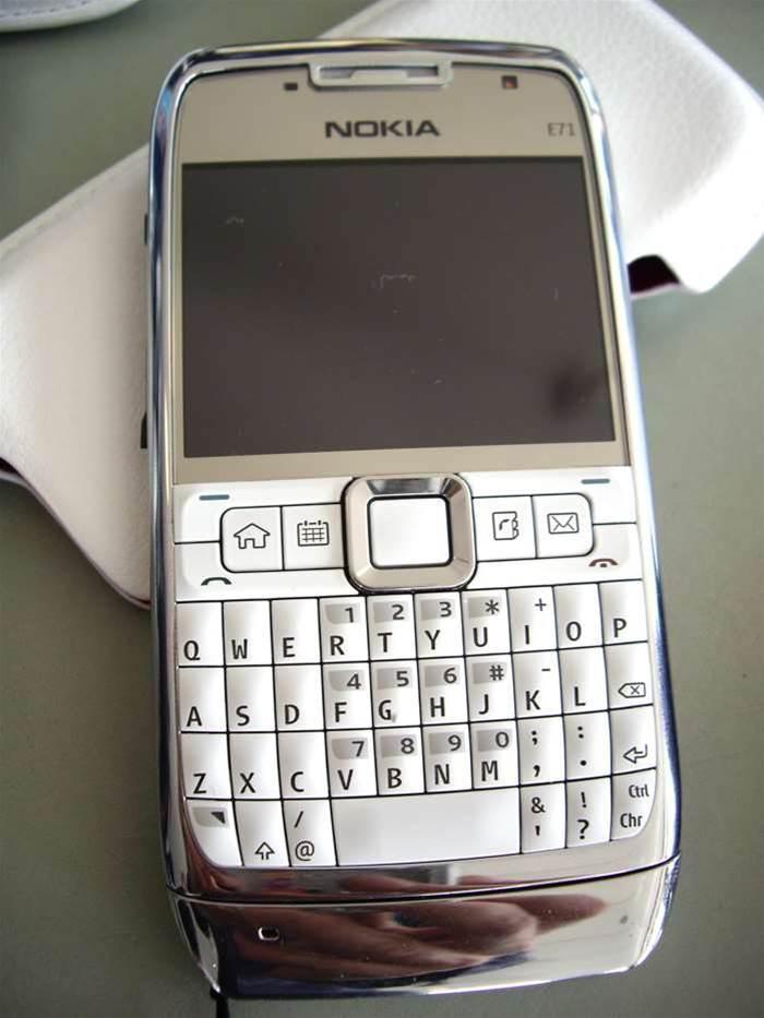 Nokia E71 says hello to the Blackberry Bold/iPhone