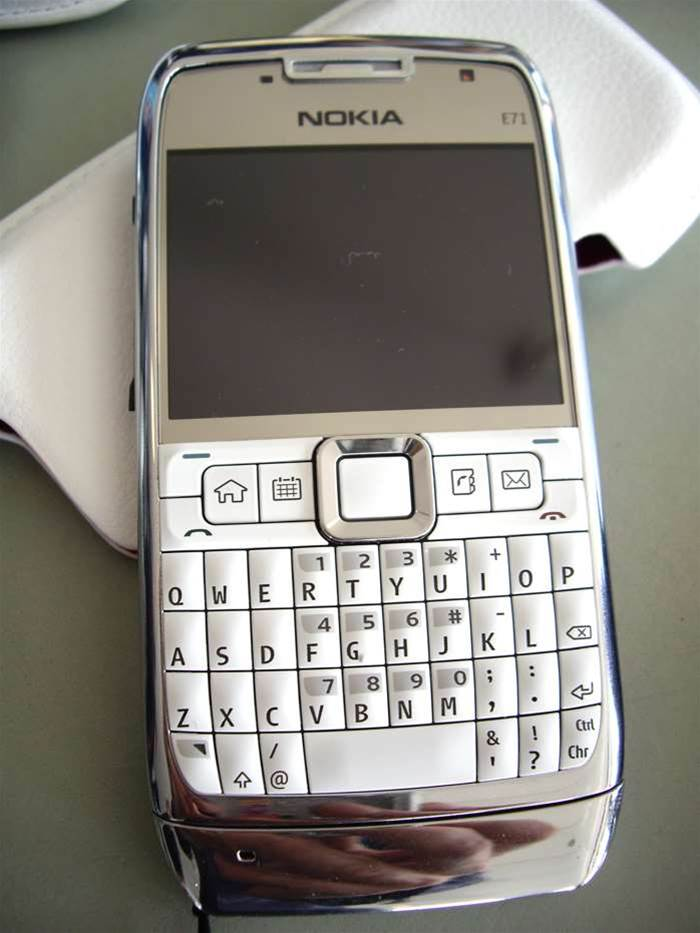 Nokia E71 says hello to the Blackberry Bold/iPhone