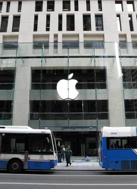 IBM sues Apple-bound exec