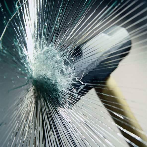 Apple retailers hit by ram raid