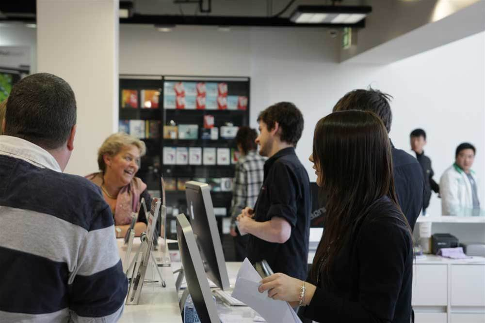 iPhones missing at NZ midnight launch