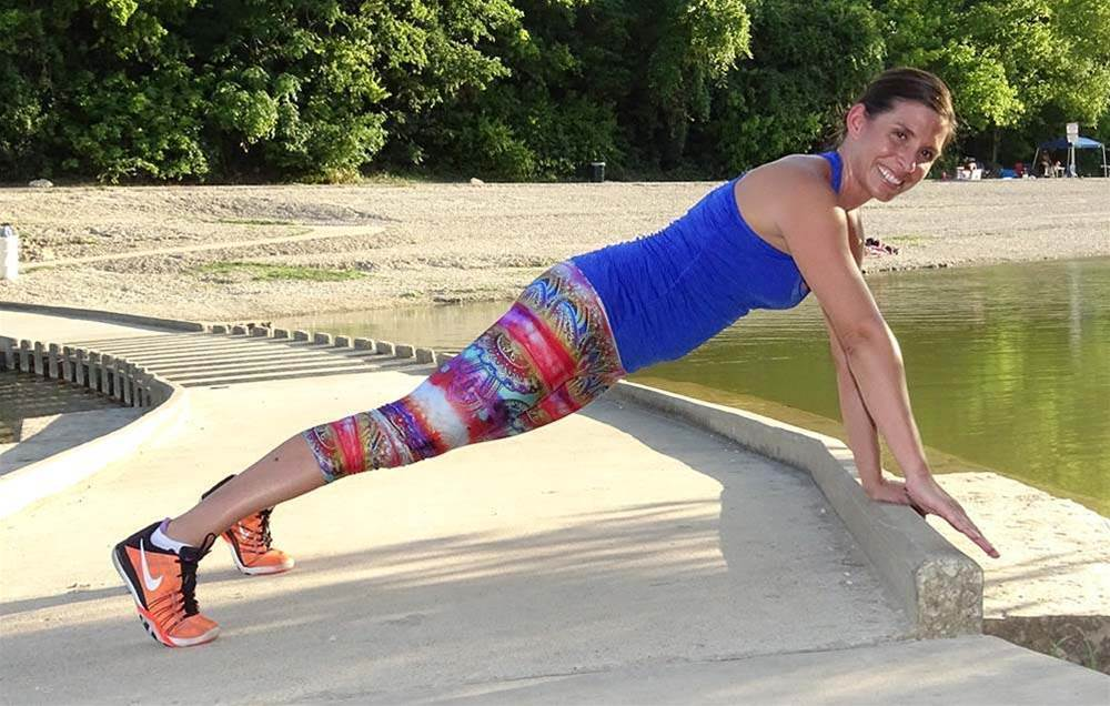 The 10-Minute, Total-Body Cardio Workout You Can Do Outside