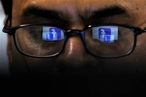 Facebook 'labels' posts by hand, raising privacy questions
