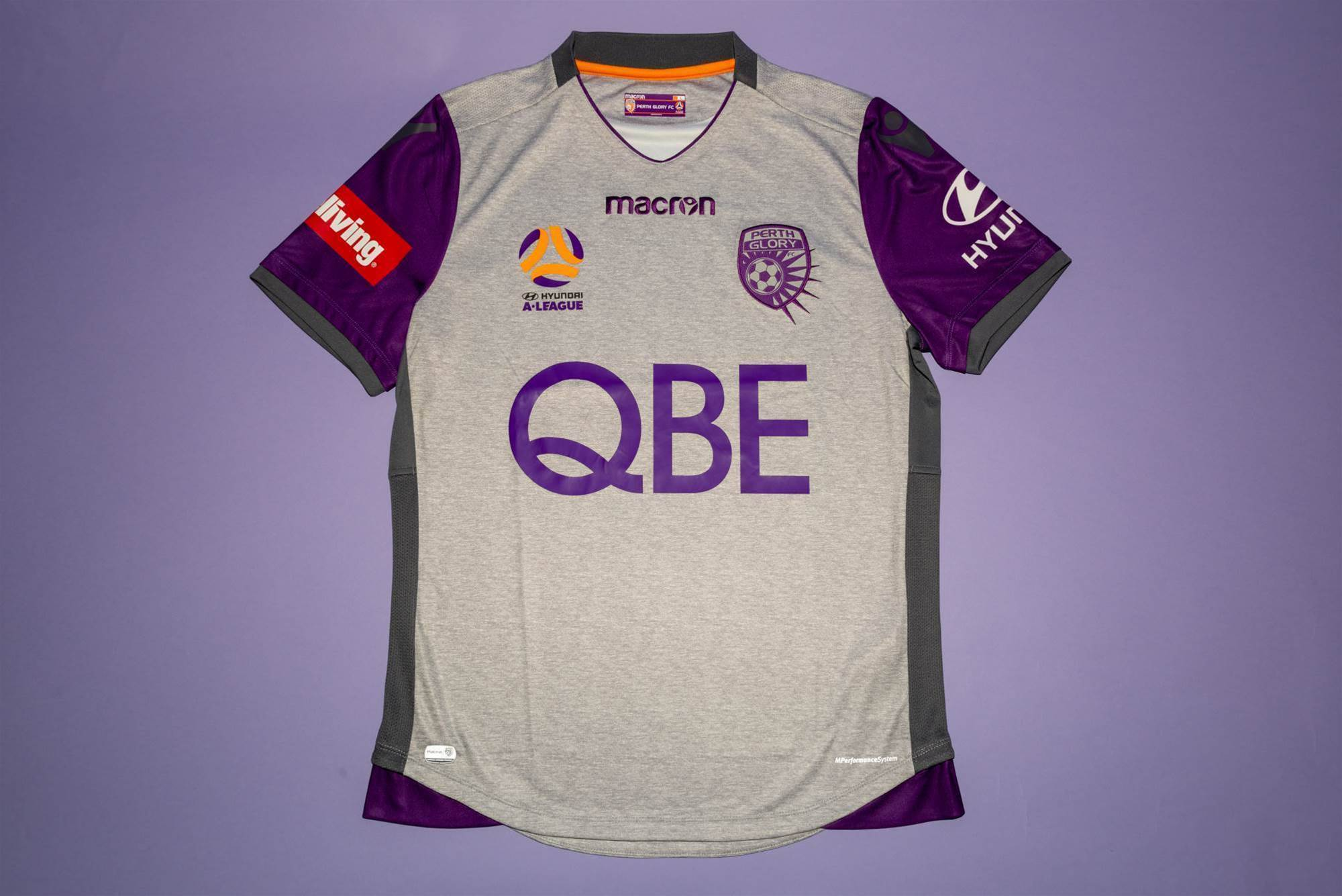 FTBL were given the chance to have an exclusive sneak peek at the new jersey  which will debut on pitch for the first time when the Glory take on Premier  ... 5d7dddadc