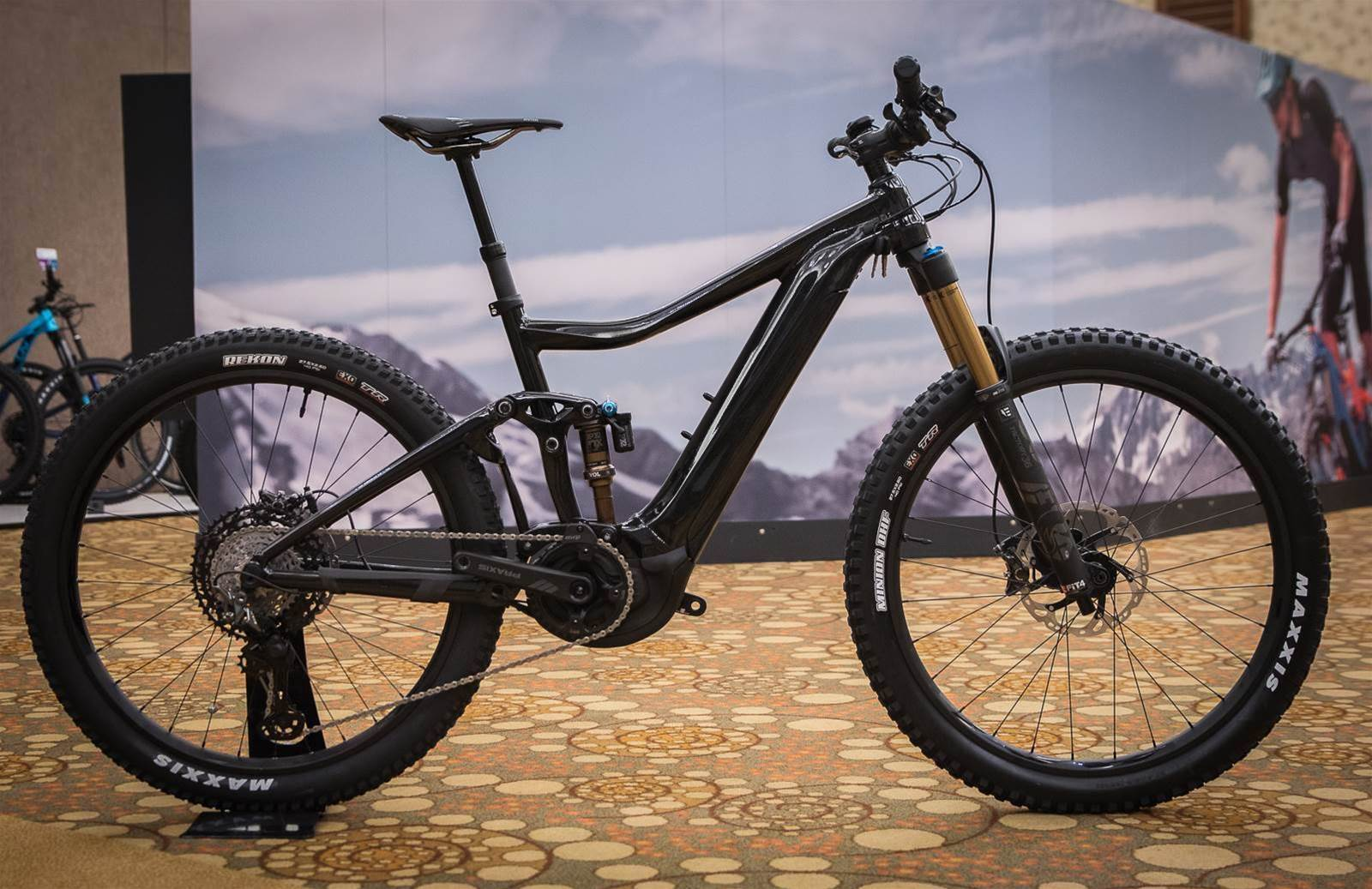 ad67da03079 Giant have 3 other Trance E+ Pro models in the range, and the 150mm forks  put the head angle at 66.d degrees, and the fork rake is now 46mm not 44mm.