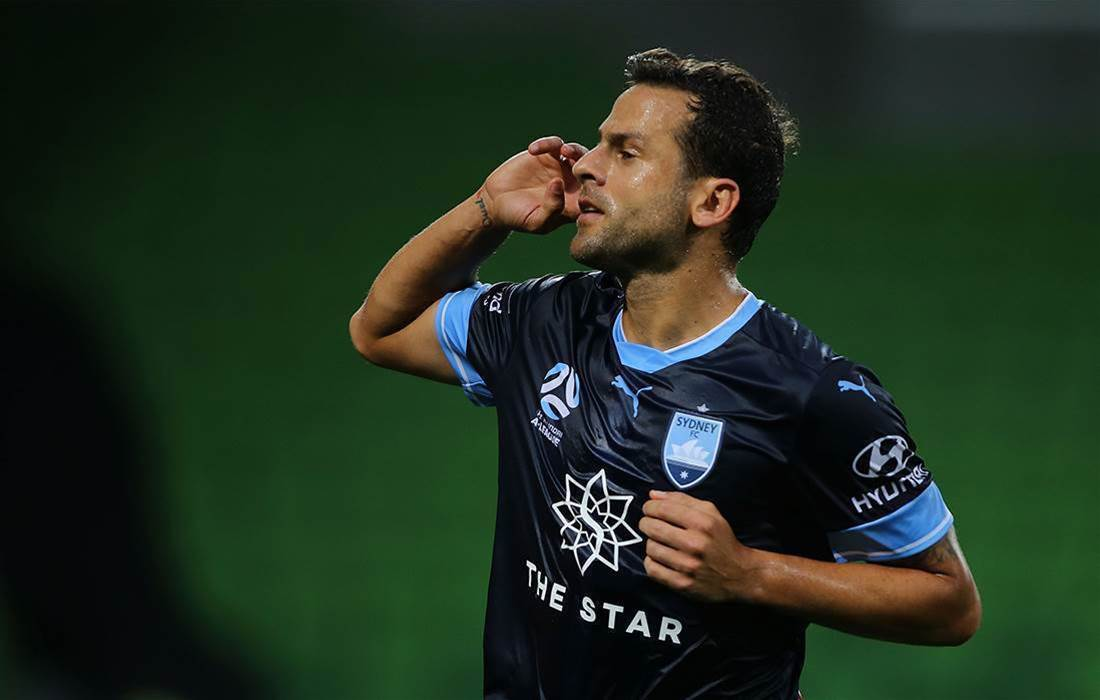 Sydney FC turn heads in stunning navy kit