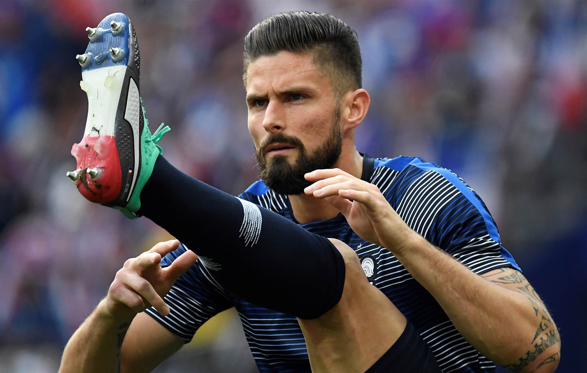 Olivier Giroud shows off custom PUMA boots