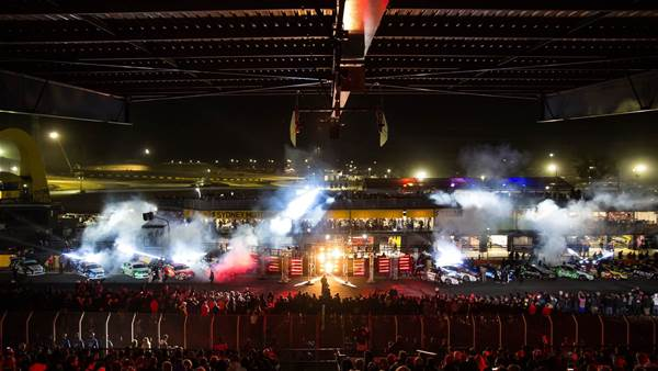 pic gallery: Supercars Sydney night race