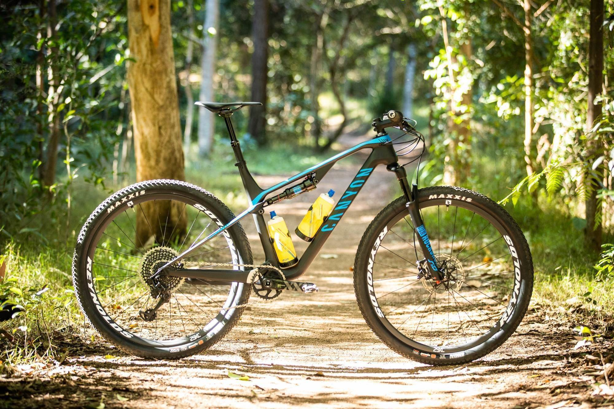 TESTED: Canyon Lux CF SLX 9.0 Pro Race