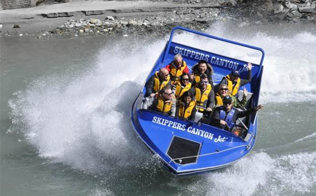 Eaton treats top partners to Queenstown holiday