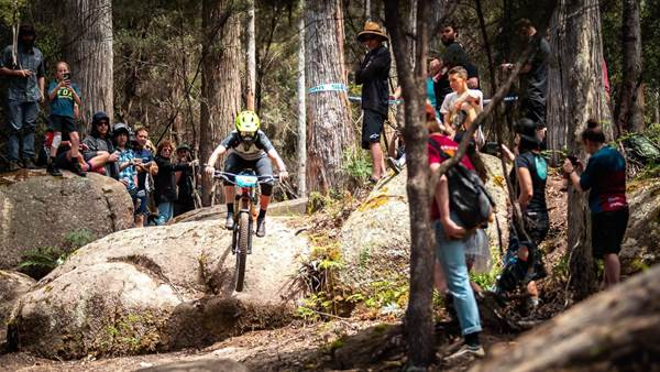 Golden Ribbons and Green Rocks - EMS Enduro hits Blue Derby!