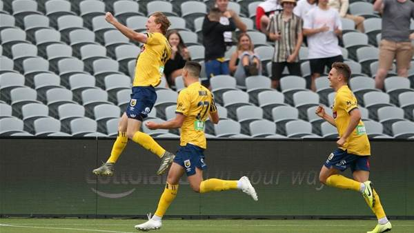 Central Coast Mariners 'finally get a bit of luck' in hoodoo-beating Adelaide win