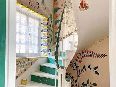 artist nathalie lété painted flowers all over her house