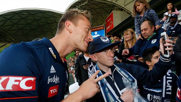 Pics: Melbourne Victory fans welcome home their heroes