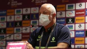 Socceroos coach plays Chinese mind games