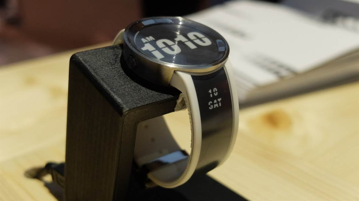 Fashion and e-readers combine (no, really) for Sony's FES Watch U
