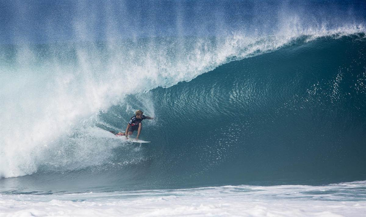 Can John John win dirty at Pipe?