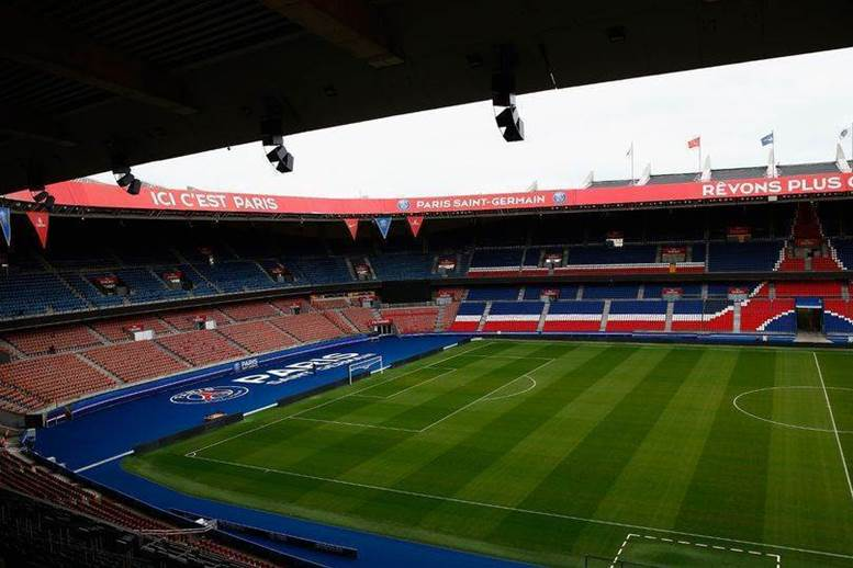 Manchester United supporter stabbed in chest by Paris taxi driver