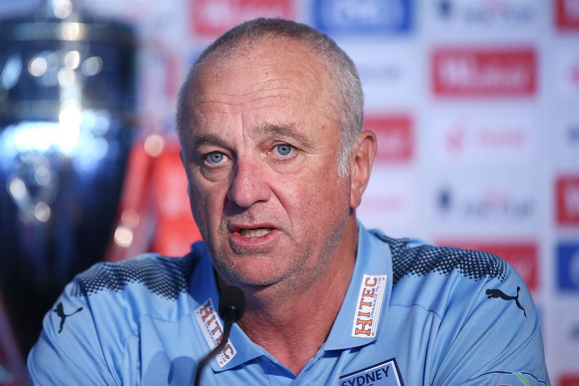 Arnold denies being offered Roos job