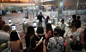Singapore airport looks to facial recognition to find late passengers