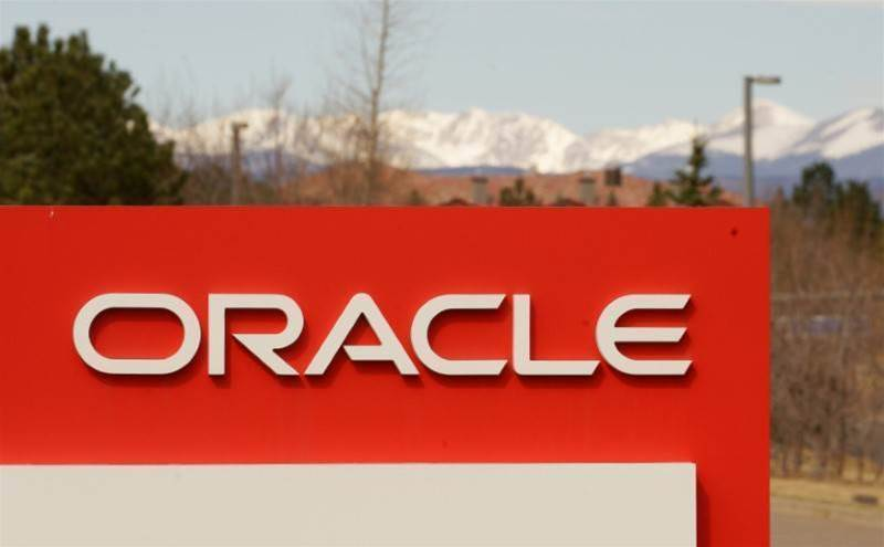 Oracle misses earnings forecast, shares fall