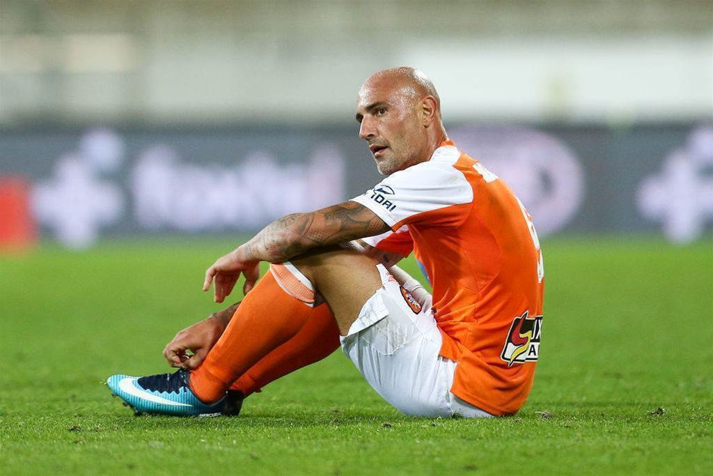 Maccarone leaves the Roar