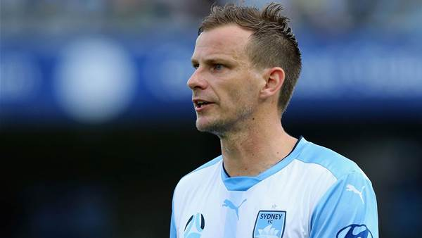 Alex Wilkinson sticks with Sydney FC