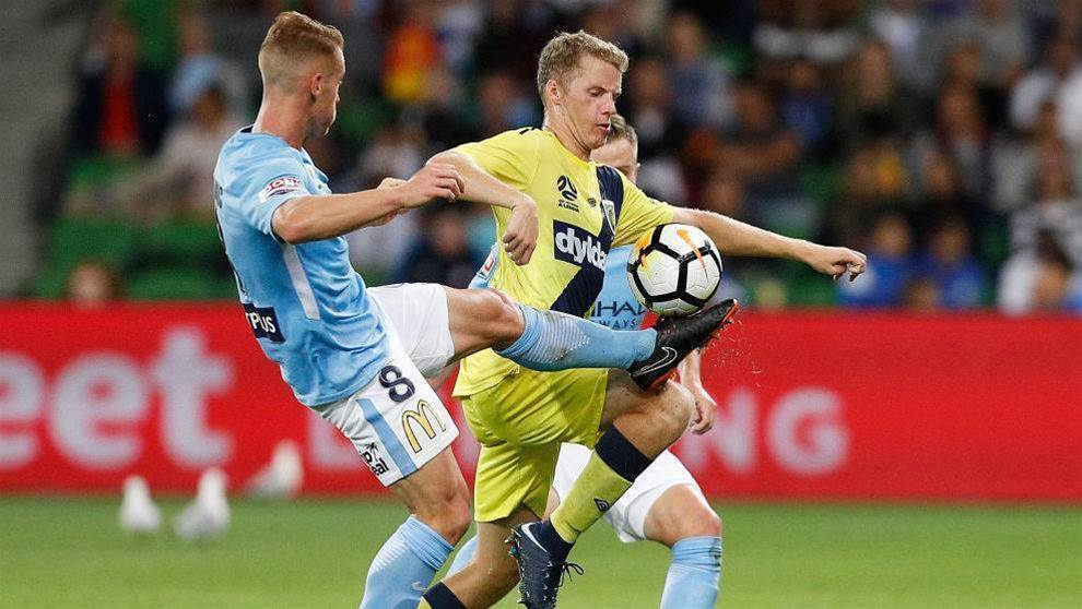 Sydney FC swoops for Mariners youngster