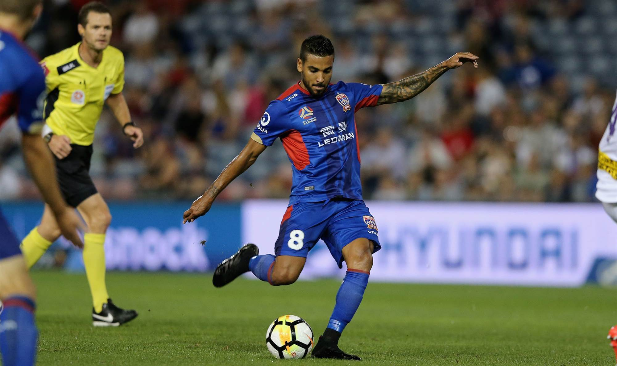 Vargas extends Newcastle Jets stay