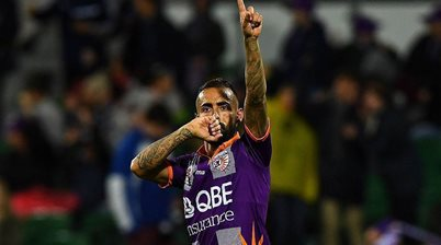 Superstar re-signs as Glory change approach