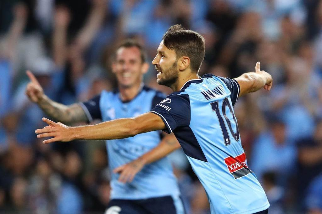 Sydney re-sign Ninkovic until 2020