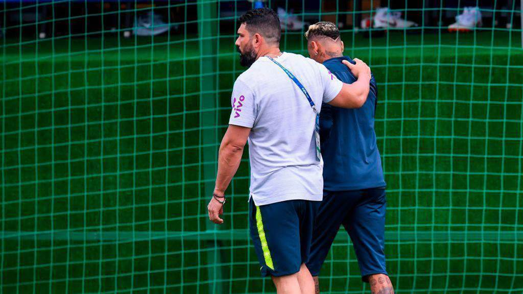 Neymar leaves training session after 15 minutes