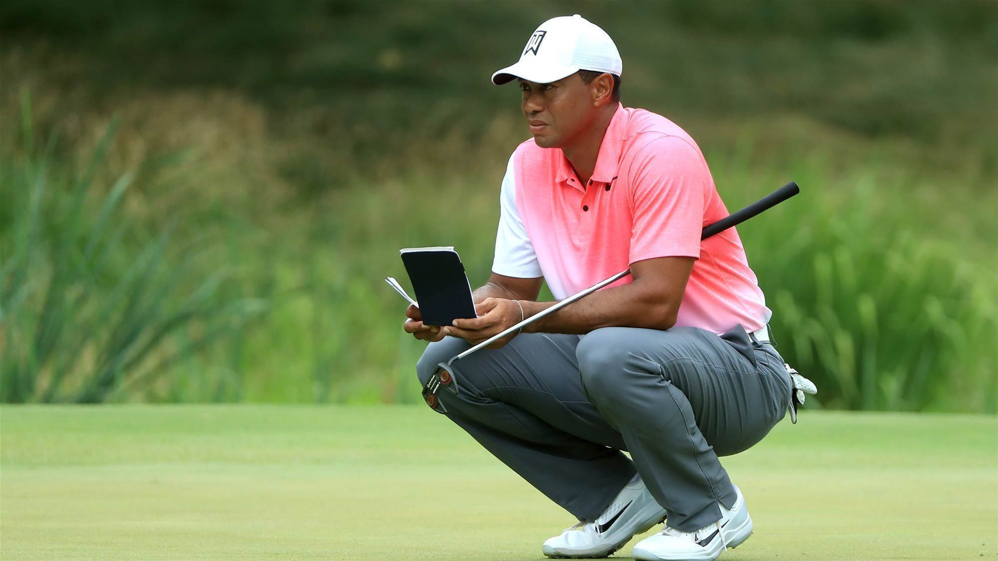 New putter doesn't do much for Tiger Woods