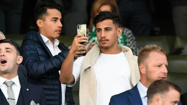Arzani watches on as Rogic's Celtic draw