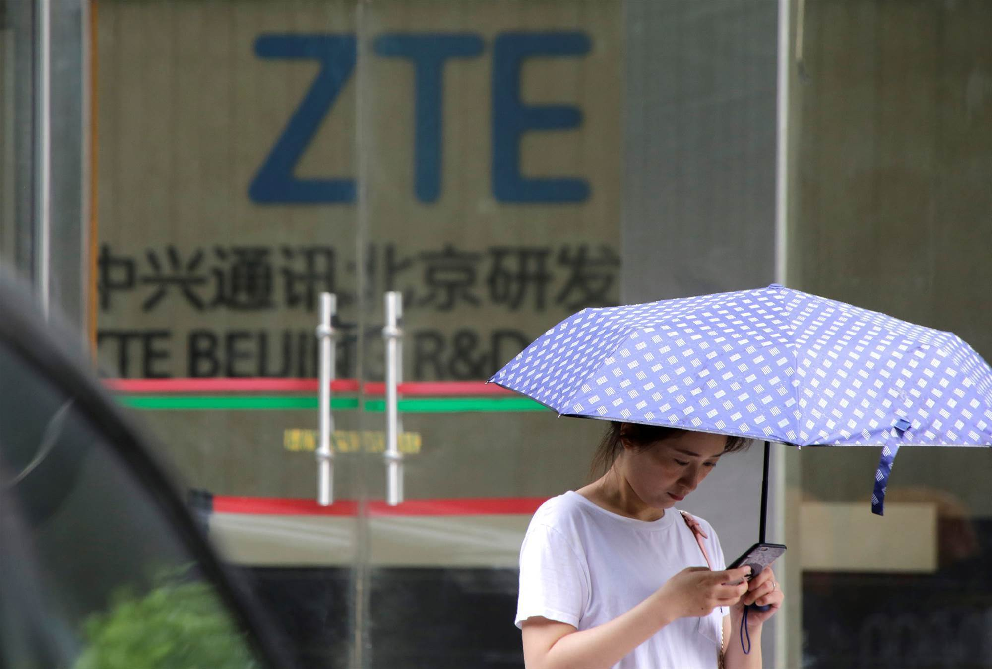 US lawmakers target China's ZTE with sanctions bill