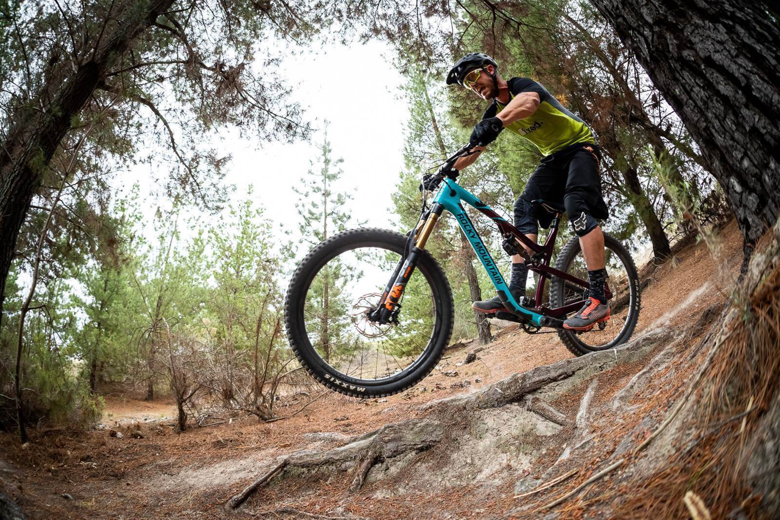 FIRST LOOK: RaceFace Next R31 carbon wheels